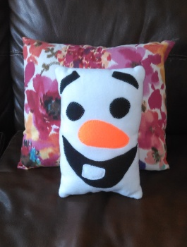 snowman-on-sofa
